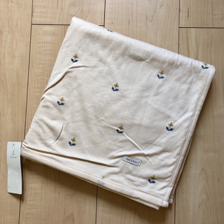 futafuta - 【新品未使用】テータテート  お昼寝ケット 小花柄 タオルケット 新作