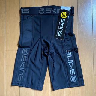 スキンズ(SKINS)の新品タグ付【SKINS】スキンズ ハーフタイツ ブラック S(レギンス/スパッツ)