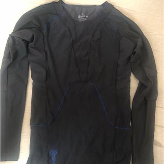 スキンズ(SKINS)のSKINS RY400 リカバリーシャツメンズ Lサイズ(ウェア)