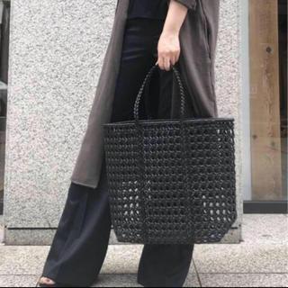 アパルトモンドゥーズィエムクラス(L'Appartement DEUXIEME CLASSE)のL'Appartement BEMBIEN Jolene Bag(L)新品未使用(かごバッグ/ストローバッグ)