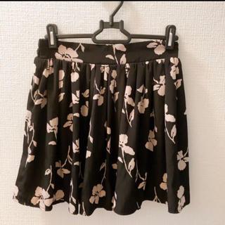 ミスティウーマン(mysty woman)のmysty woman 花柄スカート Mサイズ ブラック(ミニスカート)