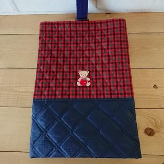 ファミリア(familiar)の【ハンドメイド】キラキラリンゴワッペン付シューズバッグ 赤チェック×紺(外出用品)