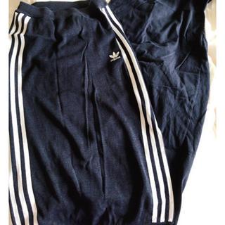 アディダス(adidas)のadidas ニット素材スカート(ひざ丈スカート)