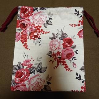 ローラアシュレイ(LAURA ASHLEY)の巾着袋 赤花柄 ローラアシュレイ ハンドメイド(ポーチ)