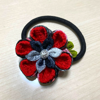 ヘアゴム、花、つまみ細工、ハンドメイド(ヘアゴム/シュシュ)