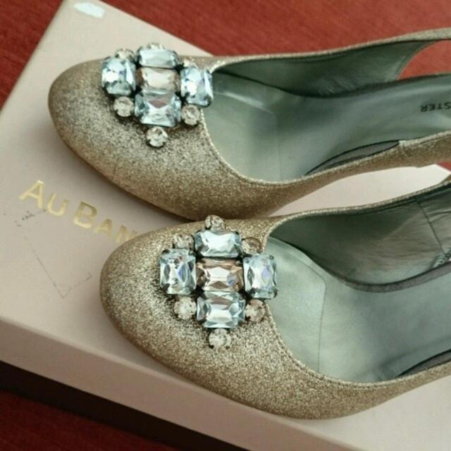 AU BANNISTER(オゥバニスター)のAU BANNISTER ビジュー付きパンプス 38 レディースの靴/シューズ(ハイヒール/パンプス)の商品写真
