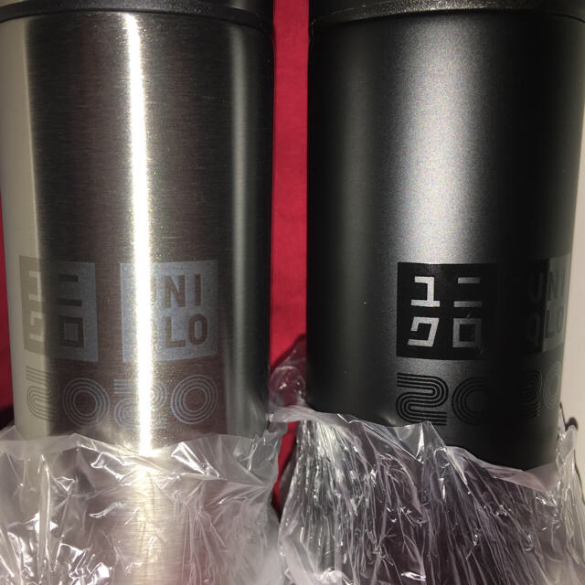 UNIQLO(ユニクロ)の送料込 ユニクロ ステンレスミニボトル 2020 黒 銀 誕生感謝祭 エンタメ/ホビーのコレクション(ノベルティグッズ)の商品写真