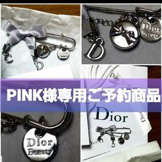 クリスチャンディオール(Christian Dior)の未使用新品大人気‼️クリスチャンディオールDiorロゴ入りぼんバッヂ ブローチ(ブローチ/コサージュ)