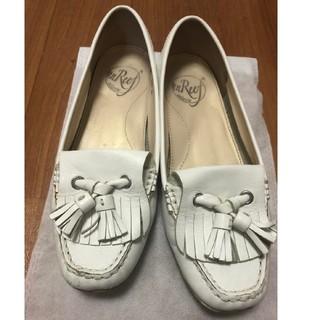 アンリーフ(unReef)の最終値下げ☆unReef☆白色の上品タッセルローファー☆23㎝サイズ(ローファー/革靴)