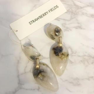 ストロベリーフィールズ(STRAWBERRY-FIELDS)の今季 新品未使用 ストロベリーフィールズ タグ付き クリア系 大振り 樹脂ピアス(ピアス)