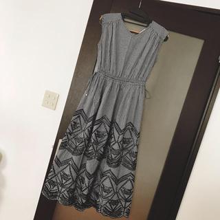 エニィスィス(anySiS)のエニィスィス 裾刺繍 ギンガムチェックワンピース(ロングワンピース/マキシワンピース)