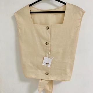 ナチュラルクチュール(natural couture)の新品未使用タグ付き ベージュ タンクトップ ノースリーブ フロントボタン リネン(シャツ/ブラウス(半袖/袖なし))