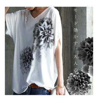 アンティカ(antiqua)のantiqua ダリア花柄 ロゴトップス 新品(Tシャツ(半袖/袖なし))