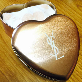 イヴサンローランボーテ(Yves Saint Laurent Beaute)の缶ケース付きハンカチ(ハンカチ)
