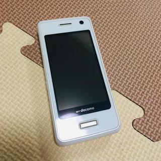 エルジーエレクトロニクス(LG Electronics)の【値下げ】ガラケー ドコモ l-04a ホワイト(携帯電話本体)