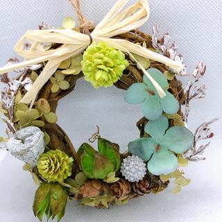 送料無料 ドライフラワーリース グリーンの木の実 紫陽花(ドライフラワー)
