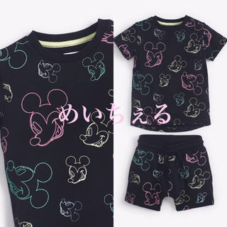 Disney - 【新品】ブラック ミッキーマウス総柄Tシャツ&ショートパンツセット(ヤンガー)