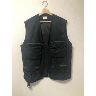マルタンマルジェラ(Maison Martin Margiela)のlownn utility vest black ベスト ブラック(ベスト)