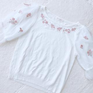 ロディスポット(LODISPOTTO)のLODISPOTTO♡花刺繍トップス(カットソー(半袖/袖なし))