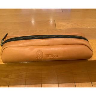 トゥミ(TUMI)のTUMI 40周年記念限定 アクセントキットのポーチ 本革 タン(ビジネスバッグ)
