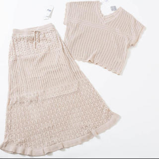 ジーユー(GU)のGU⭐︎透かし編みVネックニット&透かし編みロングスカート、新品未使用(セット/コーデ)