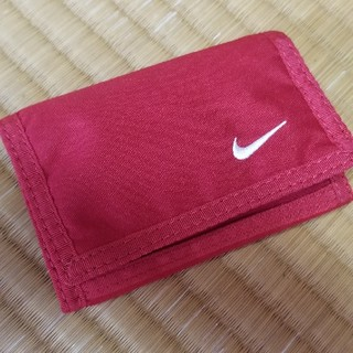 ナイキ(NIKE)のNIKEコンパクト財布 赤 (折り財布)