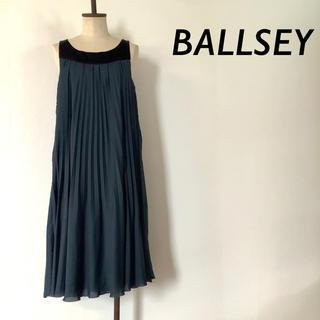 ボールジィ(Ballsey)のBALLSEY シルク ノースリーブ プリーツ ワンピース グリーン(ひざ丈ワンピース)