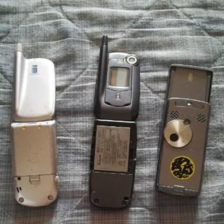 エヌイーシー(NEC)のdocomo ガラケー 2台(携帯電話本体)