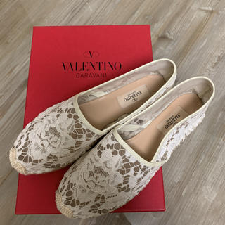 ヴァレンティノ(VALENTINO)のヴァレンティノ エスパドーリュ38 白フラットの薔薇レース(バレエシューズ)