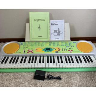 カシオ(CASIO)のCASIO 光ナビ搭載モデル 電子ピアノ キーボード  LK-37【極美品】(電子ピアノ)