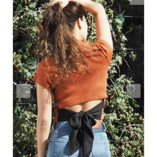 エヴリス(EVRIS)のEVRIS バックリボン トップス(Tシャツ(半袖/袖なし))