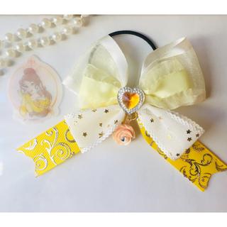 ディズニー(Disney)のディズニープリンセス ベルカラー 少し大きめリボン♡ミニローズチャーム(ファッション雑貨)