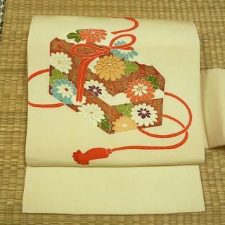 クリーム色に菊と玉手箱 名古屋帯(帯)