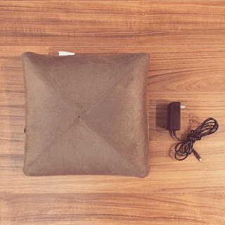 フランフラン(Francfranc)の美品★ルルド マッサージクッション 茶色 本体+カバー+電源コード(マッサージ機)