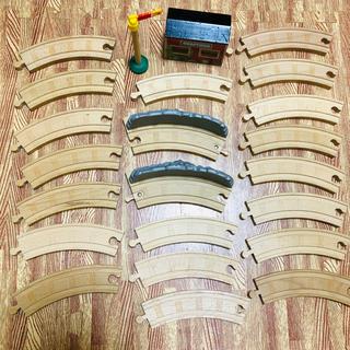 フィッシャープライス(Fisher-Price)の木製トーマス 木製レール 駅 信号 曲線 カーブ(電車のおもちゃ/車)