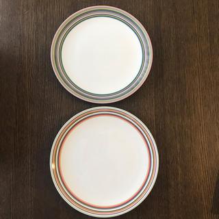 イッタラ(iittala)の【S.I.様専用】オリゴ26cmプレート ベージュ&グリーン セット 廃盤品(食器)