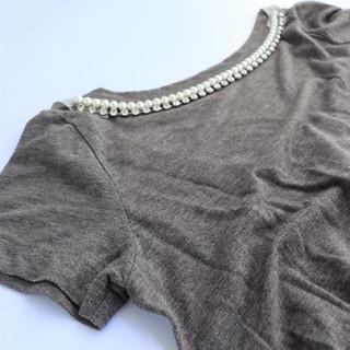 サカイラック(sacai luck)のsacai luck サカイラック バックリボンカットソー ビジュー パール(Tシャツ(半袖/袖なし))