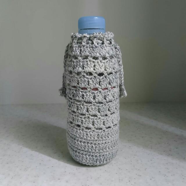 手編みのボトルカバー 300mlサイズ【白とグレーのミックス】 ハンドメイドの生活雑貨(雑貨)の商品写真