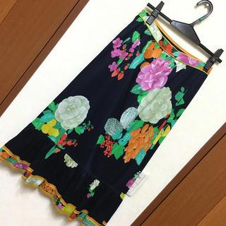 レオナール(LEONARD)のLEONARD レオナール お洒落なスカート 紺 花柄 プリント(ひざ丈スカート)