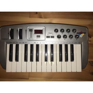 オキシゲン(OXYGEN)のoxgen8 midiキーボード(MIDIコントローラー)