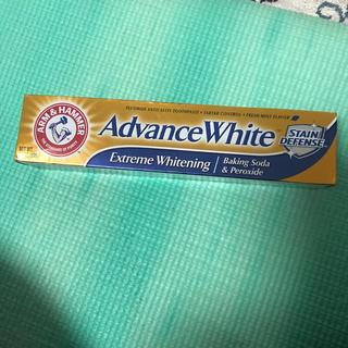 Advance White(歯磨き粉)