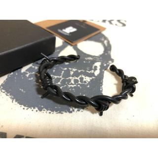 アンダーカバー(UNDERCOVER)のUNDER COVER アンダーカバー●有刺鉄線ブレスレット バングル ブラック(ブレスレット)
