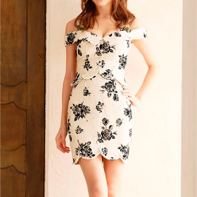 ROBE(ローブ)のローブドフルール  ROBE de FLEURS ドレス ローズ柄  レディースのフォーマル/ドレス(ナイトドレス)の商品写真