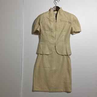 クリスチャンディオール(Christian Dior)のクリスチャン ディオール 半袖 スカートスーツ シルク100%  アイボリー (スーツ)