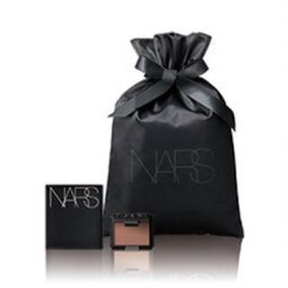 ナーズ(NARS)の《新品》NARS パウダー+ミラー+巾着(アイシャドウ)