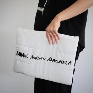 エムエムシックス(MM6)のMM6エムエムシックスメゾンマルタンマルジェラ★ロゴ入りポーチクラッチバッグ(クラッチバッグ)