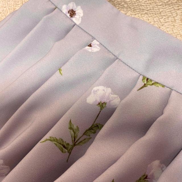 Debut de Fiore(デビュードフィオレ)の【新品タグ付き デビュードフィオレ】花柄 スカート レディースのスカート(ひざ丈スカート)の商品写真
