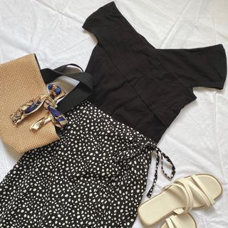エイチアンドエム(H&M)のシンプルカットソー 黒(カットソー(半袖/袖なし))