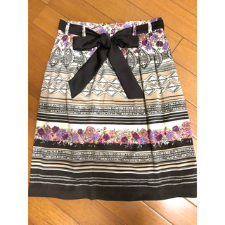 ストラ(Stola.)の34サイズ ストラ 花柄リボンタイトスカート(ひざ丈スカート)