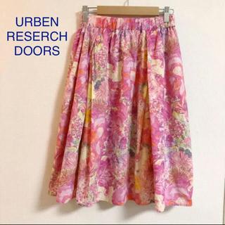 ドアーズ(DOORS / URBAN RESEARCH)のURBEN RESERCH DOORS リバティプリントスカート。膝丈(ひざ丈スカート)